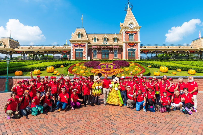 AIA Hong Kong and its corporate alliance Hong Kong Disneyland Resort created a unique experience for the elderly of St. James' Settlement. Disney friends Mickey Mouse, Minnie Mouse and Hong Kong Disneyland Resort Ambassador, Sammy Phu (middle), welcomed the elderly visitors at the park's main entrance before taking them on a magical journey.